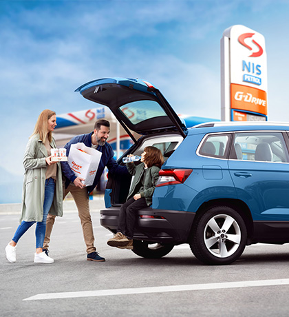 family packing products in car at nis petrol station